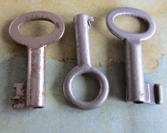 Skeleton Keys - Vintage Antique keys-  Barrel keys- Steampunk - Altered art c5