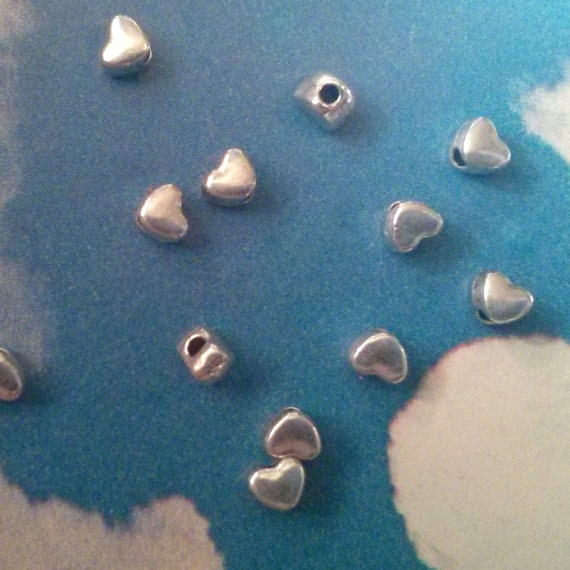 500 smooth, plain heart beads, shiny silver tone, 4mm