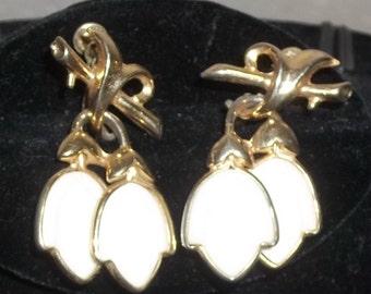 Vintage Enamel White Tulip Screw Back Earrings Gold Tone