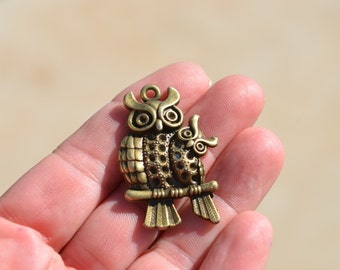 5 Antique Bronze Two Owl Charms BC2314