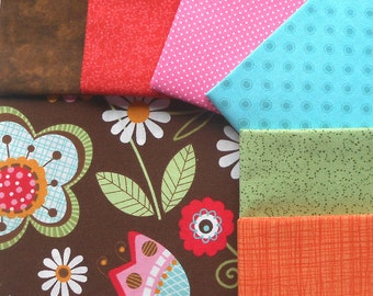 DESTASH - Fabric Snap Pack - Includes Total of 2 yrds, 1/2 Feature Fabric and 6 Coordinating Fat Quarters - Folkart Fantasy