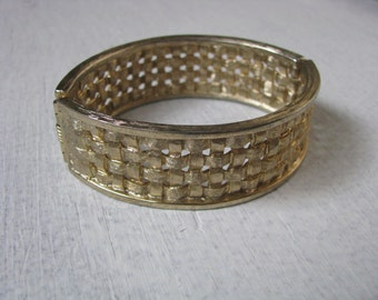 Oval gold tone vintage basket weave bracelet by Sarah Coventry
