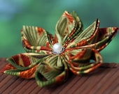 Flower pin, fabric brooch, red, green, tropical, Asian, Japanese, bamboo, Oriental, kanzashi, tsumami zaiku, UK, handmade