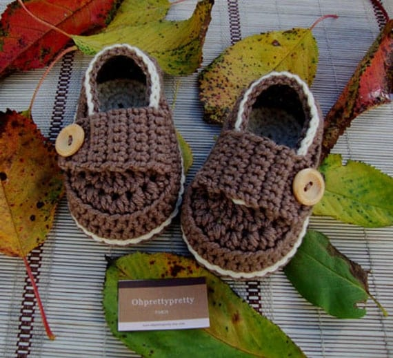 Crochet  baby boy booties shoes little  loafers cream and chocolate with gift box size 3/6 months