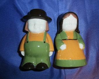 Salt & Pepper Shakers: Pilgrim Amish Man Woman   Signed Vintage Hand Painted