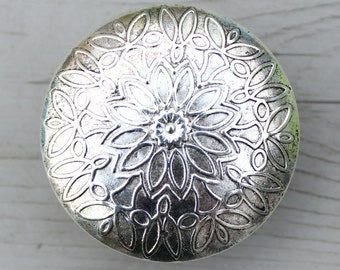 SALE Round Drawer Knob made of Silver toned Metal with Flower Pattern (MK121)