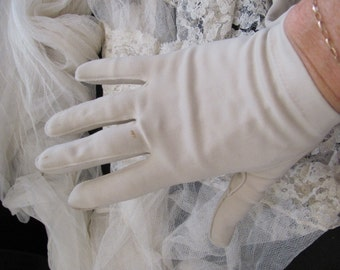 Vintage Off White Ivory Ladies Nylon Stretch Wrist Gloves