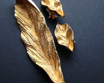 Elegant Gold Leaves Brooch and Earrings Set / Oversized LEAF Brooch and Matching Earrings / By BSK