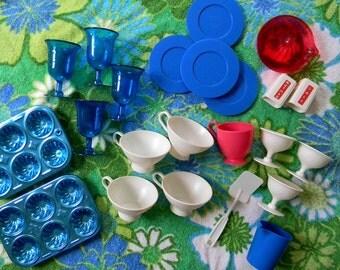 Vintage 23 Piece Children's Toy Dish Set