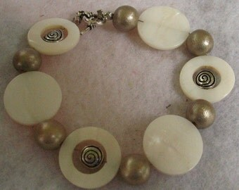 Silver & Off White Shell Beaded Bracelet Jewelry Handmade Accessories Fashion