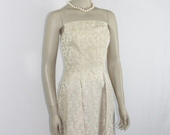 SALE......1950's Vintage Wedding Dress - Ivory Strapless Damask Wedding Frock