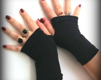 Short  black fingerless gloves