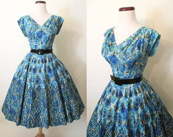 Amazing1950's Cotton Floral Print Cocktail Party Dress with Black Velvet Flocking and Patent Belt Rockabilly VLV Pinup Girl Size-Medium