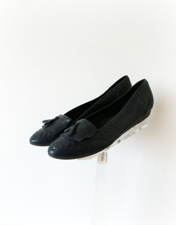 1980s vintage shoes 80s navy blue leather flats loafers