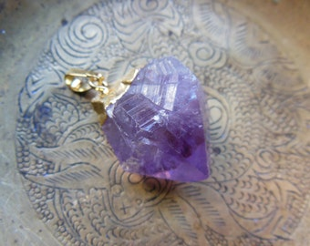 Shimmering Amethyst Purple Quartz crystal Pendant Gemstone Gold Toned Metalwork
