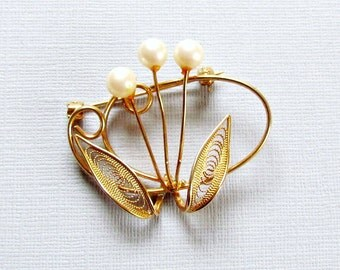 Gold Wire Flower Pin Pearls