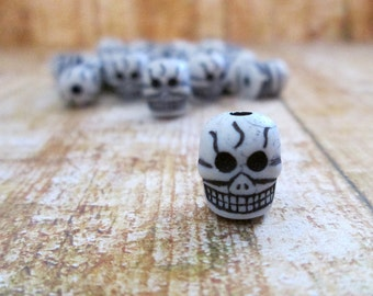 Small Skull Beads, Skull Beads, 10mm Beads, Small, Gray, Grey, 25 pcs, Skull, Halloween, Charms, Gothic, Goth, Day Of The Dead, Gray Black