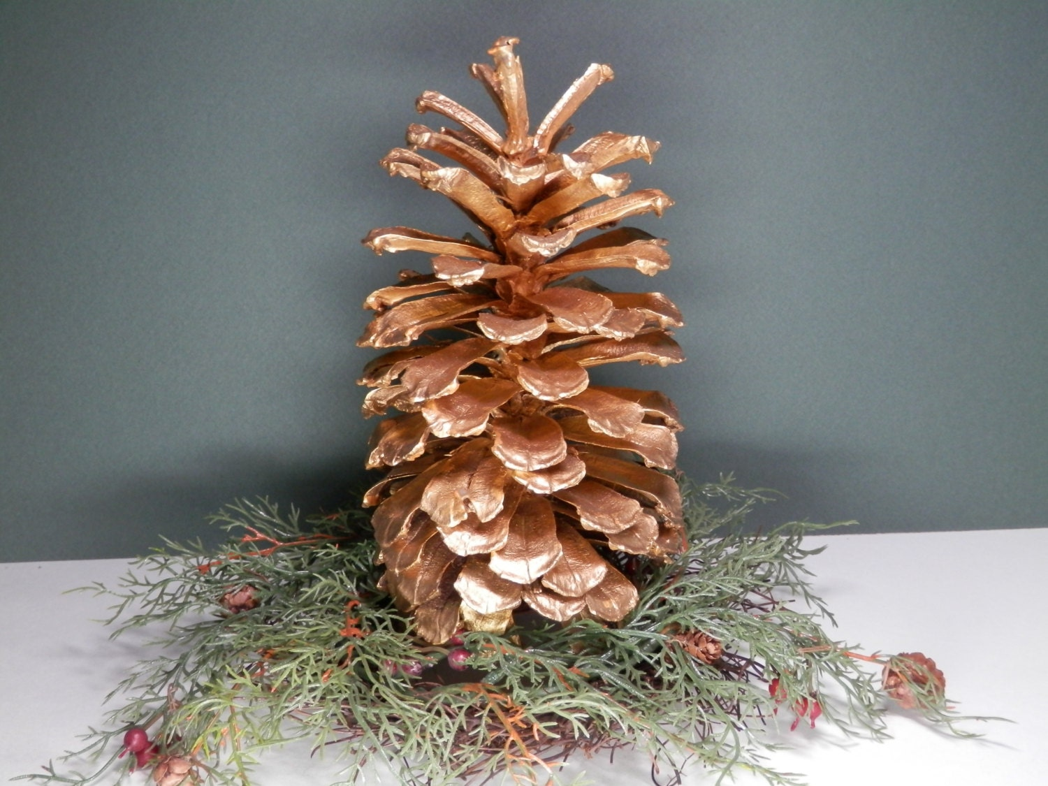 7 1 2 natural long leaf pine cone hand painted metallic for Long pine cones