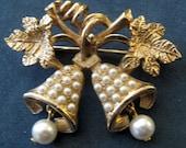 Vintage Christmas Bells Pearl Dangles Gold Tone Brooch Pin