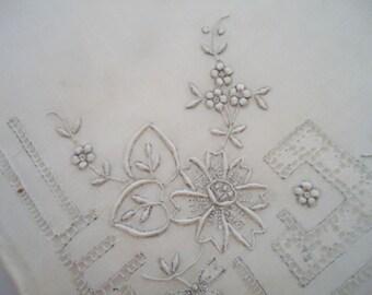 Vintage Handmade Swatow Lace Handkerchief.30s-n4