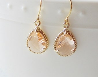 Champagne peach glass gold tear shape dangle drop earrings. Bridal earrings. Bridesmaid earrings. Wedding jewelry.
