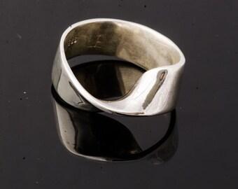 Moebius Band Ring