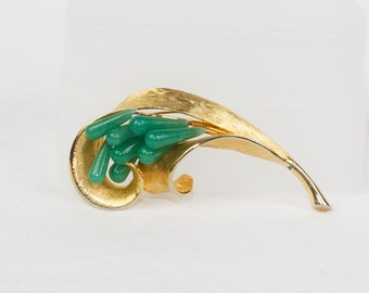 Jade brooch Goldtone Abstract leaf shape 8 teardrop jade beads on gold stems Excellent condition