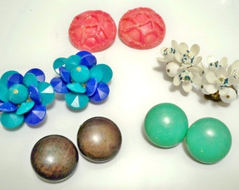 Earring lot - 5 pairs - Vintage clip on earrings - Wood and acrylic - Destash lot - cheesegrits