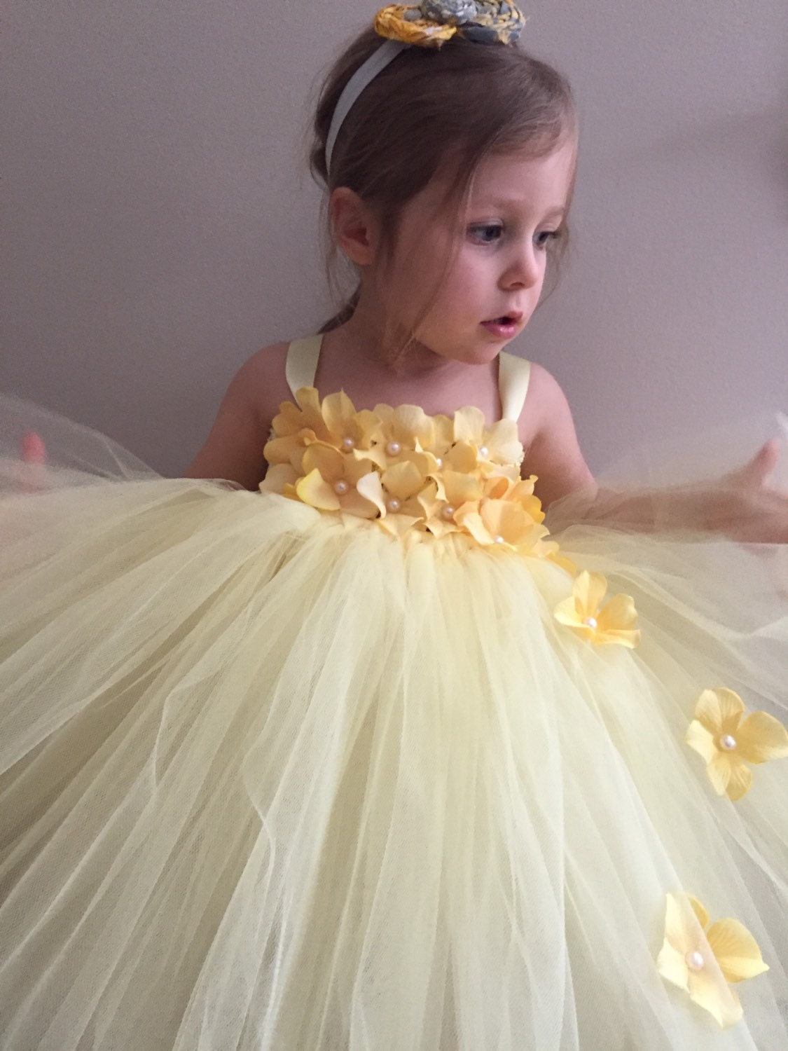 gorgeous yellow outfits for girls 8