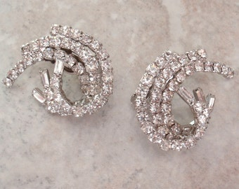 Rhinestone Swirl Earrings Silver Tone Clip On Crystal Baguette Chatons Vintage 101614GL