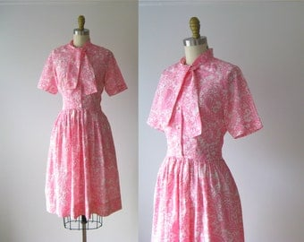 SALE vintage 1960s dress / 60s dress / Pink Paisley