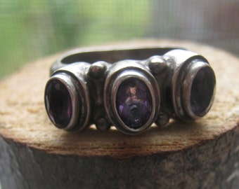Retro Vintage Ladies Sterling Silver Ring with Lab Created Amethyst Gemstones Womens Size 7