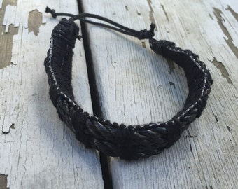 Black twisted bracelette