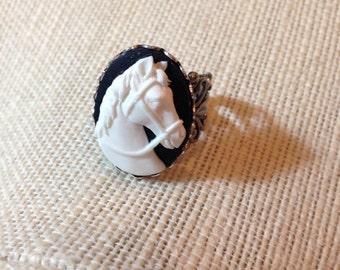 Grande Black and White Horse Ring