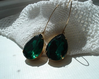 Vintage Art Deco Emerald Green faceted Glass Teardrop Dangle Earrings