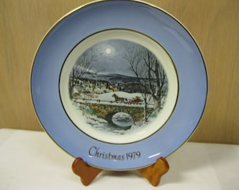 Christmas Past Favorite Holiday Plate Series 1979 Avon Dashing Through Snow Seventh Edition Great Condition In Original Box Holiday Treasure