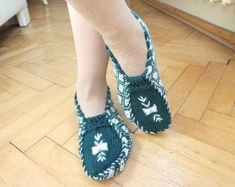 Knitting Woman Slippers..Room Shoes...Knitting Pattern...Green and White