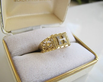 Vintage H Initial Signet 14K gold ring size 7.75 (two tones white gold and yellow gold)