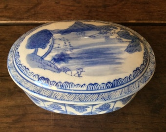 Vintage English Blue White Ceramic Trinket Pill Dish Box Bowl with Cover circa 1950's / English Shop