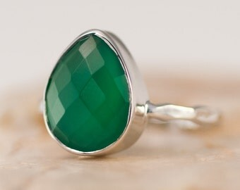 Green Onyx Ring Silver - Solitaire Ring - Green Stone Stacking Ring - Silver Ring - Tear Drop Ring - Stackable ring