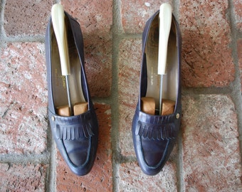Vintage Womens Size 9 A Salvatore Ferragamo Italian Navy Blue Leather Slip On Loafer Dress Shoes Pumps With Frill Preppy Student Hipster