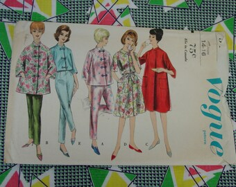 Vintage Pattern c.1960's Vogue No.5412 Robe and Pajamas, Size Medium, 14-16