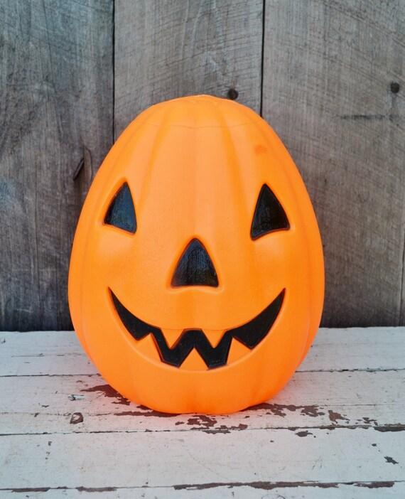 small jack o lantern blow mold pumpkin by relicsandrhinestones. Black Bedroom Furniture Sets. Home Design Ideas