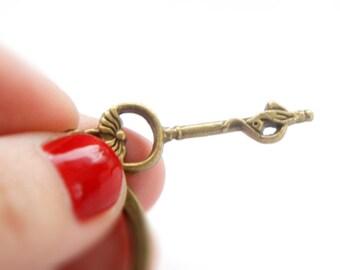 Unlock The Kitty Cat Castle - Antiqued Brass Vintage Style Skeleton Key Key Ring - KR02
