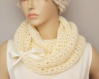 crochet loop infinity scarf,big crochet scarf chunky scarf cowl scarf ,ivory