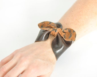 gift idea for her / Leather bow bracelet / leather bow cuff / leather bangle / bow bracelet / chic leather bow / leather cuff bow / noeud