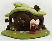 Natural toy felt dollhouse with door, Imaginative play, Eco Friendly toy, Fairy house