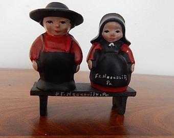 Dalecraft Cast Metal Amish Couple on Bench Salt & Pepper Shakers Ft Necessity Souvenir