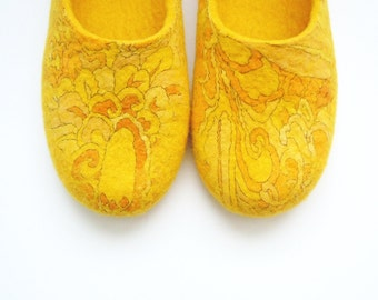 Felted woman slippers / house shoes. Summer sun