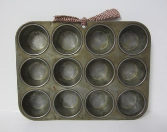 12 Cup Muffin Cupcake Pan Metal Repurposed Magnetic Message Board, Muffin Tin, Tray Hanging Note Board